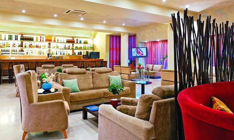 Santa Marina Plaza lobby bar