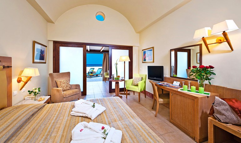 Santa Marina Plaza suite with terrace
