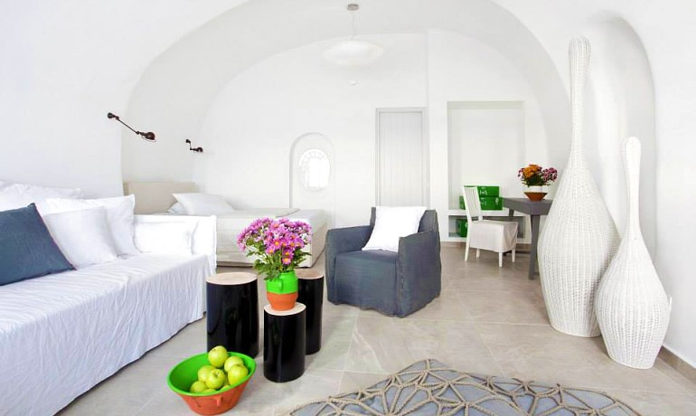 Santorini Secret Suites & Spa Absolute suite outdoor jacuzzi