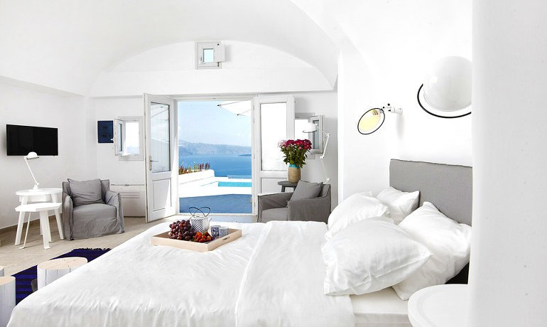 Santorini Secret Suites & Spa Grand suite outdoor private pool with Caldera view