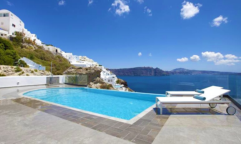 Santorini Secret Suites & Spa pool