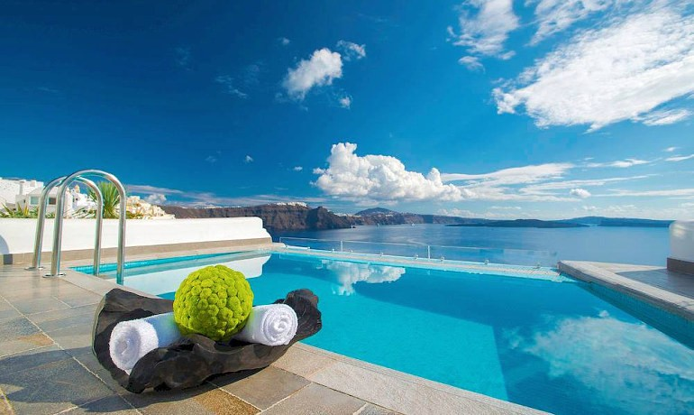 Santorini Secret Suites & Spa pool view
