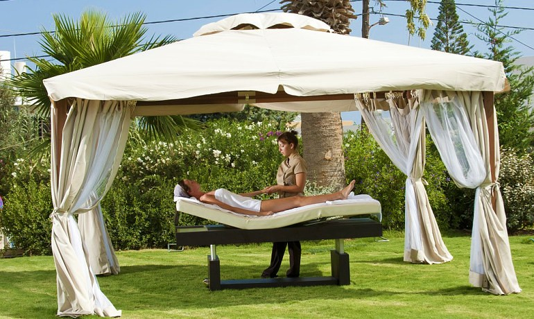 Castello Boutique Resort & Spa Callista outdoor massage