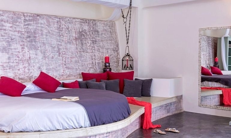 Andronis Luxury Suites infinity pool suite room