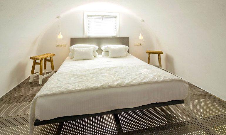 Art Hotel Santorini Evangelines maisonette bedroom
