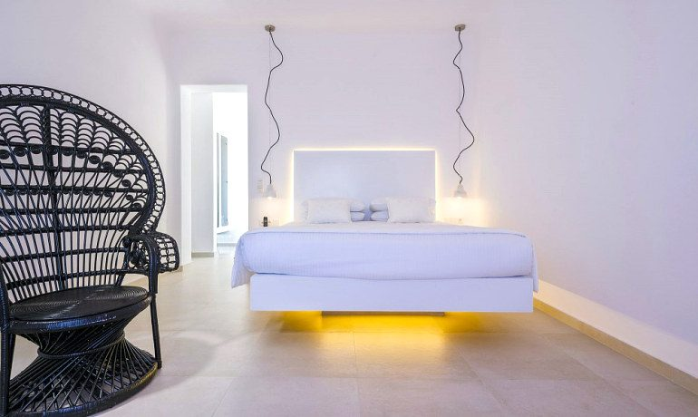 Art Hotel Santorini summer mood suite bedroom