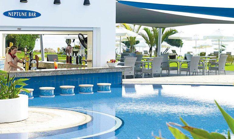 Atlantica Sea Breeze pool bar