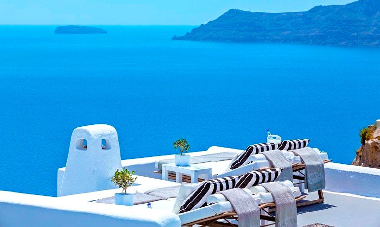 Canaves Oia Hotel luxury sunbeds
