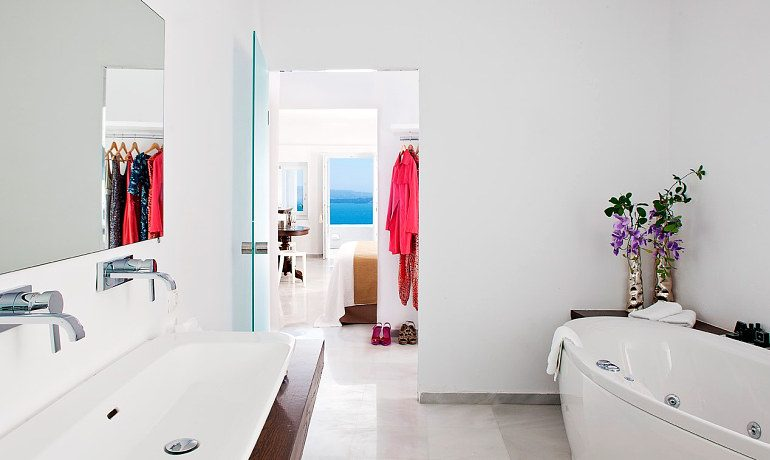 Canaves Oia Hotel Superior suite bathroom