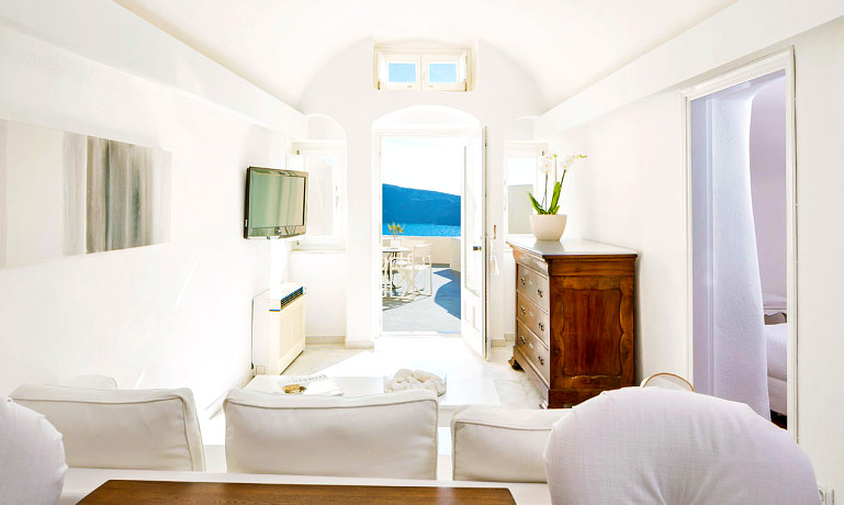 Canaves Oia Suites grande bedroom