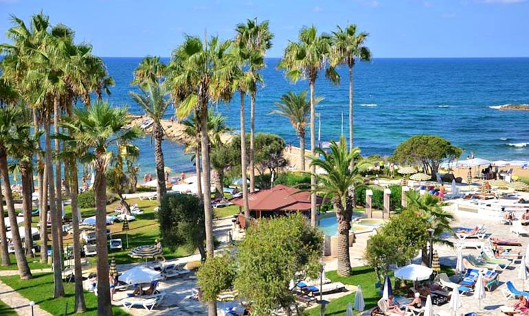 Leonardo Plaza Cypria Maris Beach Hotel & Spa green gardens