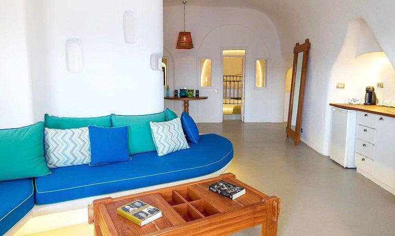 La Perla Villas & Suites living room