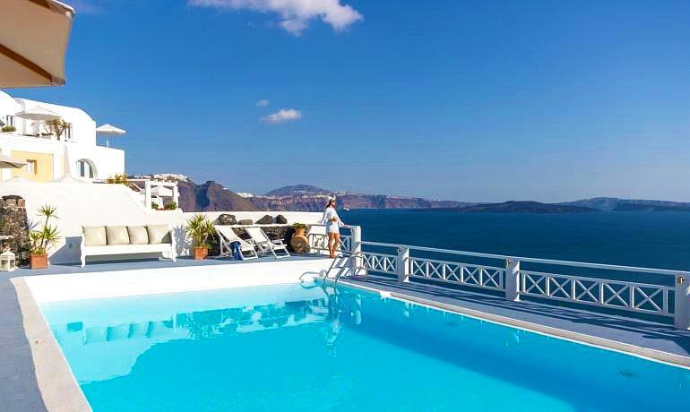 La Perla Villas & Suites pool and sea view