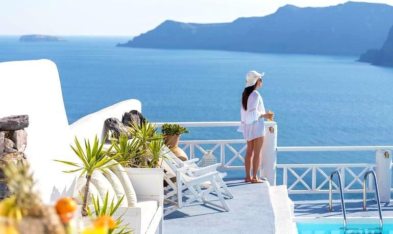 La Perla Villas & Suites sea view