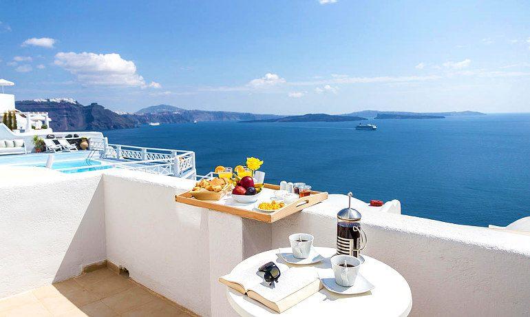La Perla Villas & Suites smart room balcony