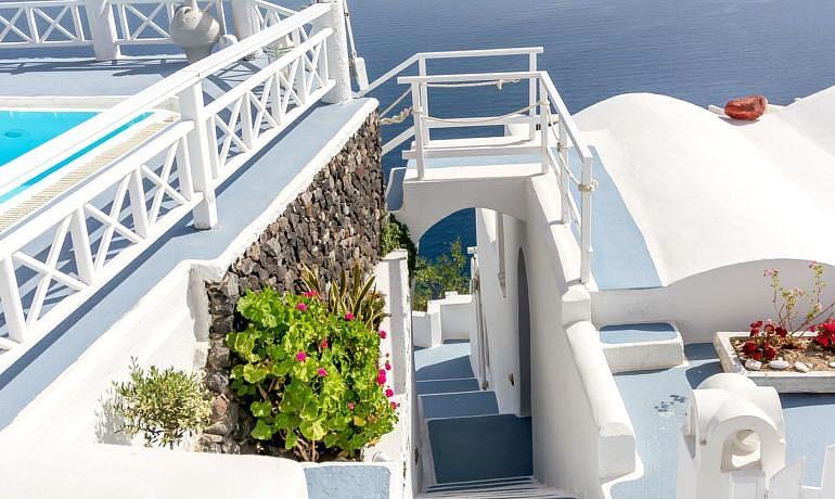 La Perla Villas & Suites stairs