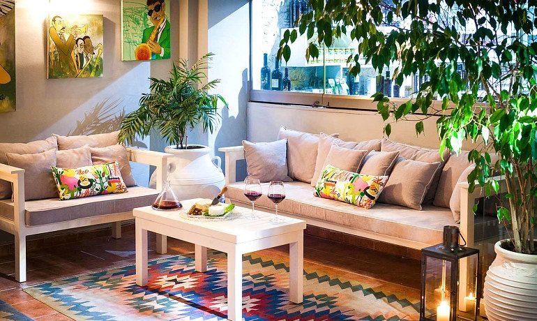 La Piscine Art Hotel snacks and wine
