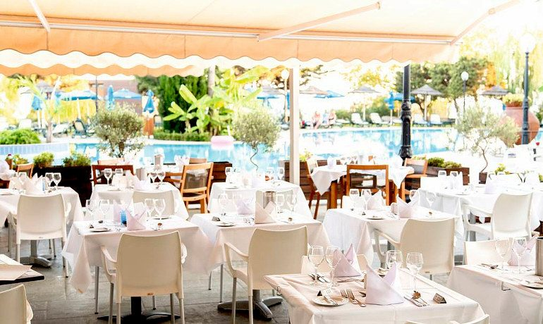 Atlantica Bay Hotel outdoor restaurant