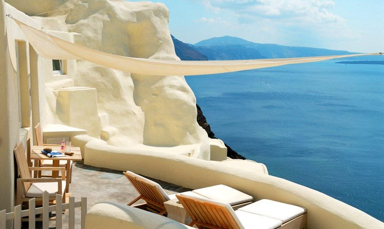 Mystique hotel Santorini Allure suites terrace