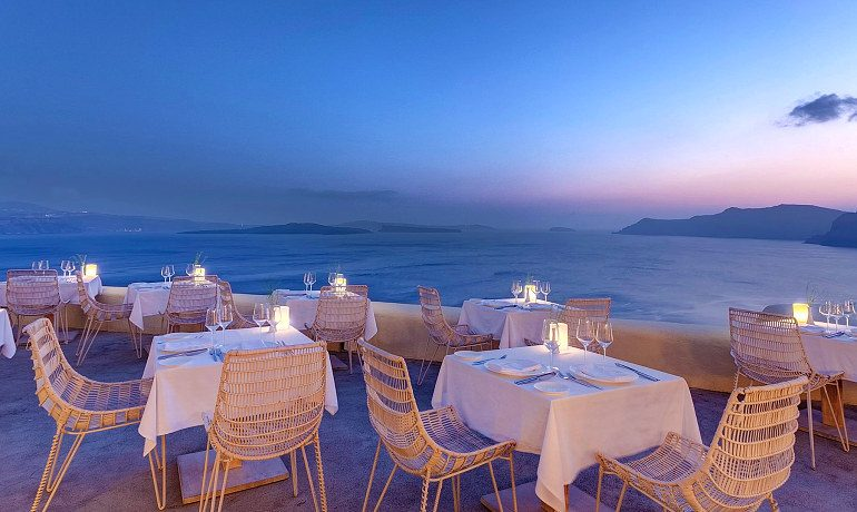 Mystique hotel Santorini charisma restaurant
