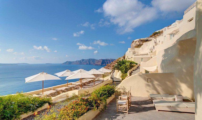 Mystique hotel Santorini sunbeds