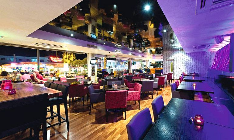 Napa Plaza Hotel cafe central