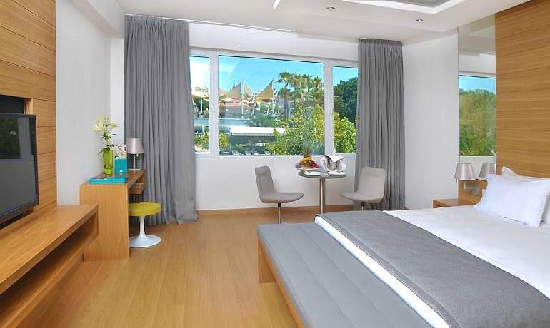 Napa Plaza Hotel room