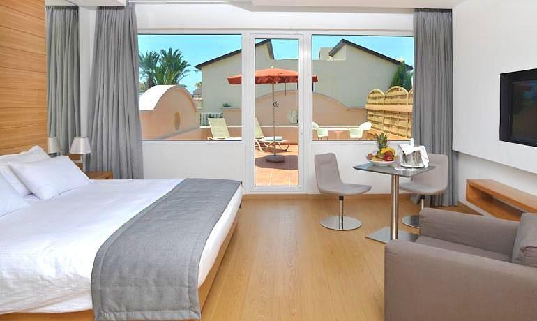 Napa Plaza Hotel room with balcony
