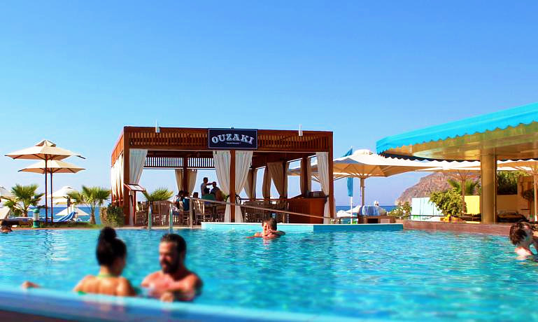 Thalassa Beach Resort & Spa pool bar