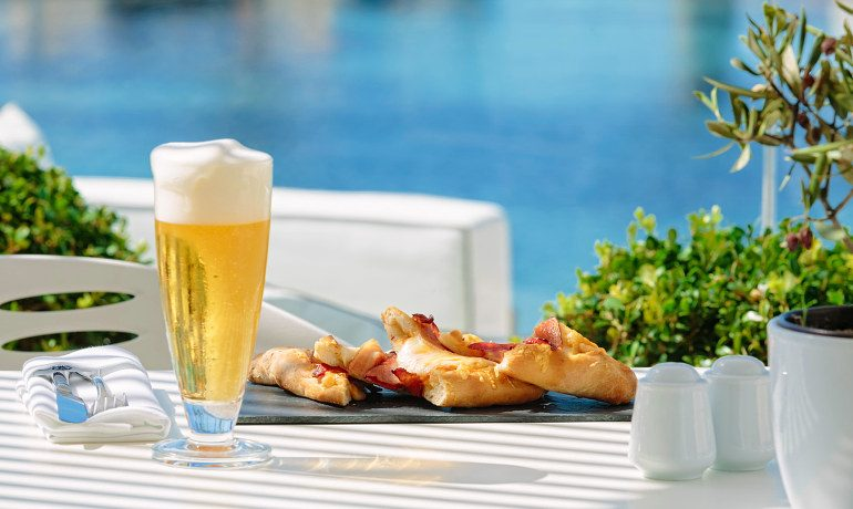 Aqua Blu Boutique Hotel & SPA beer and snacks