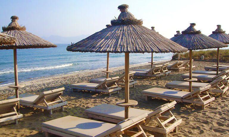 Diamond Deluxe Hotel Kos beach sunbeds
