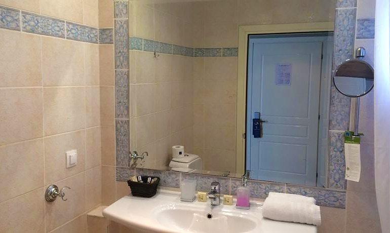 Mayor Mon Repos Palace art suite bathroom