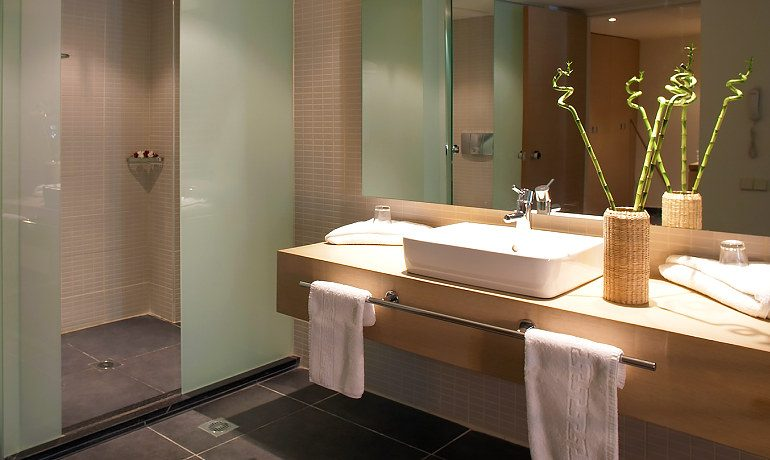 SENTIDO Carda Beach Atlantica bathroom