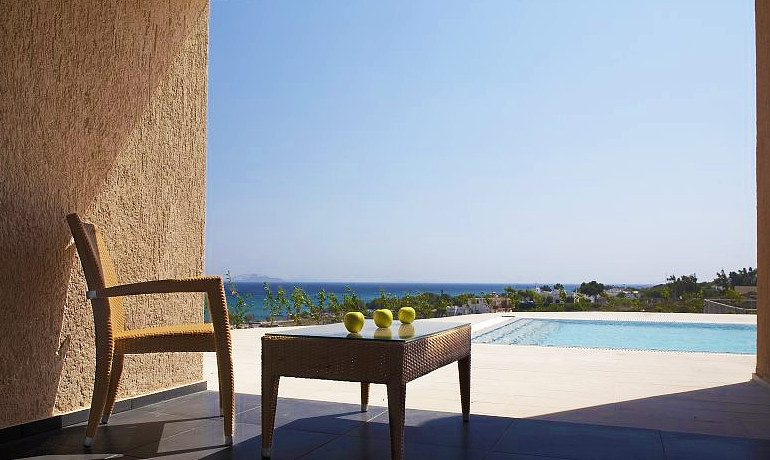 SENTIDO Carda Beach Atlantica suite with sharing pool
