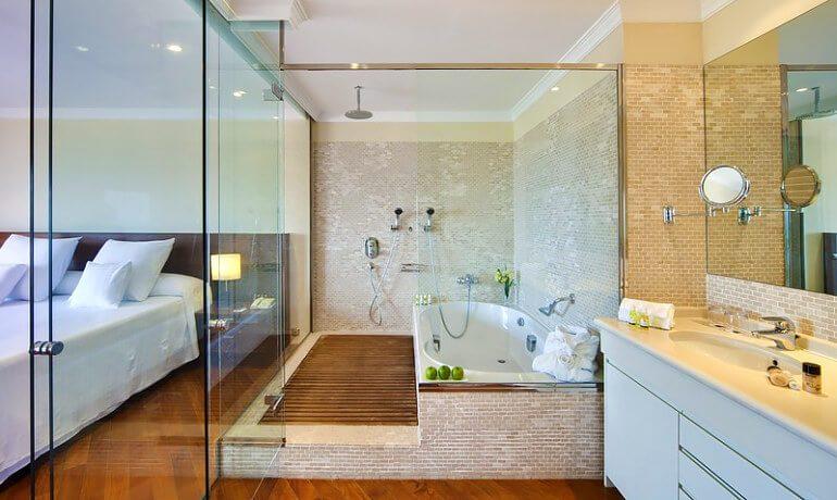 Barceló Corralejo Bay deluxe suite bathroom