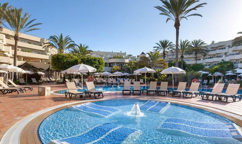 Barceló Corralejo Bay pool sunbeds