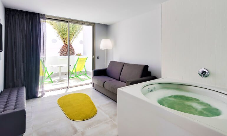 Barceló Teguise Beach deluxe room with hot tub
