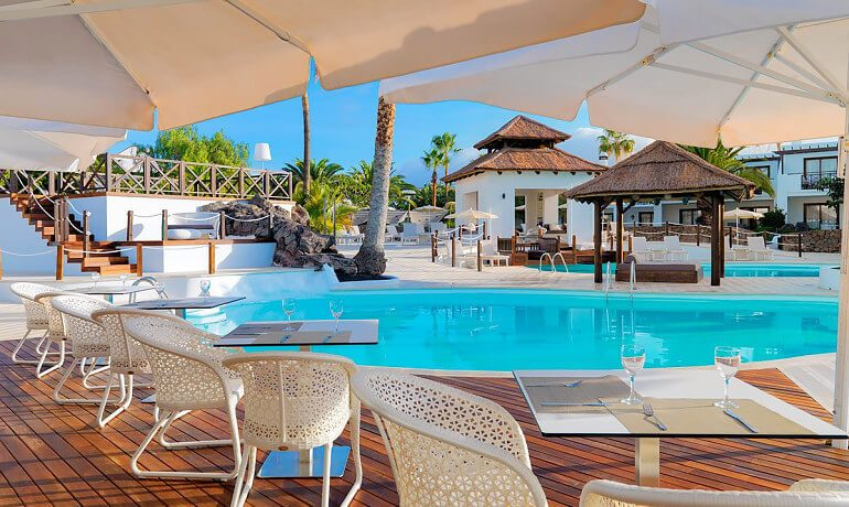SENTIDO H10 White Suites la Choza pool bar