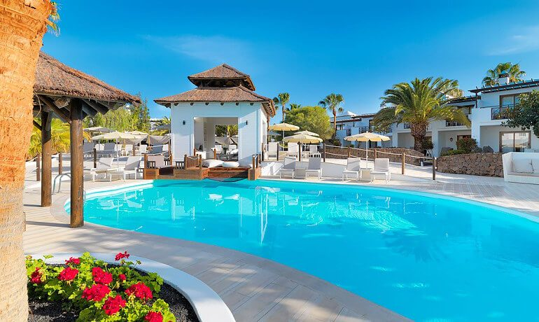 SENTIDO H10 White Suites pool view