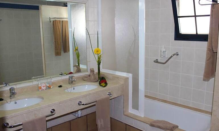 HD Pueblo Marinero bathroom