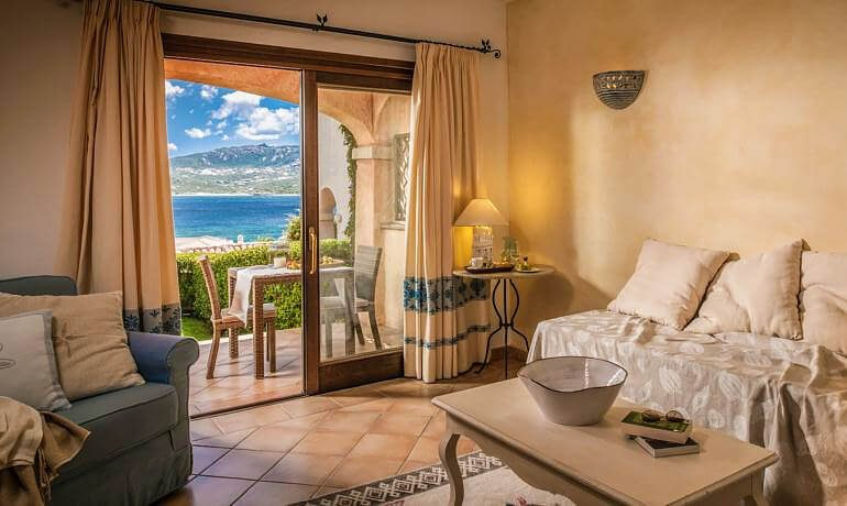 Hotel Relais Villa del Golfo Spa suite with balcony