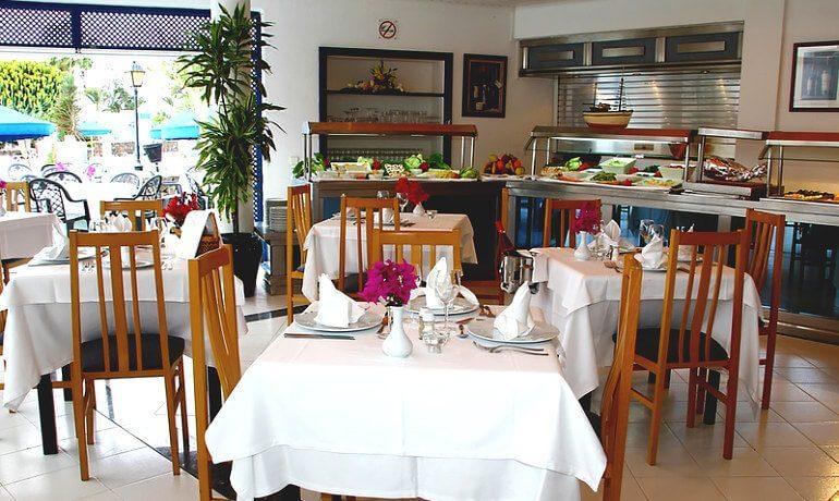 Marconfort Atlantic Gardens Bungalows buffet restaurant