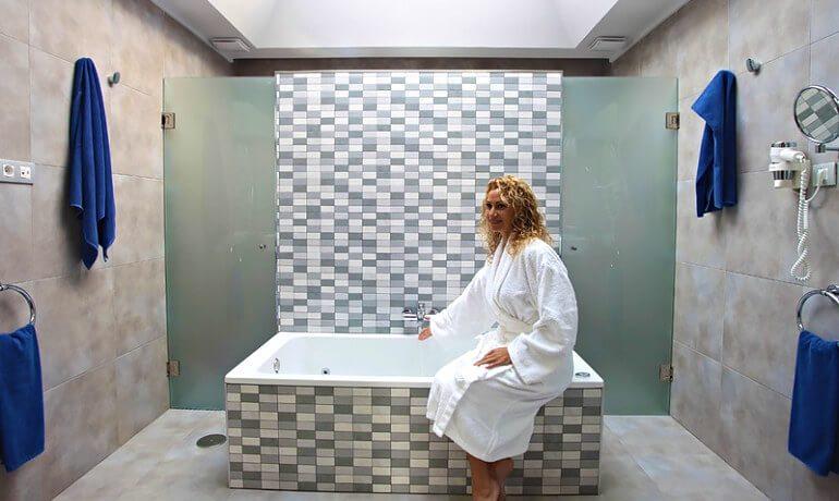 Marconfort Atlantic Gardens Bungalows junior suite bathroom
