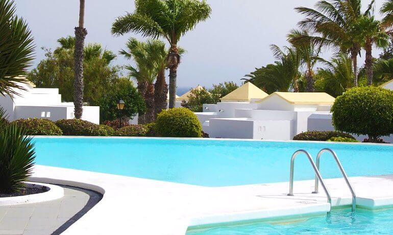 Marconfort Atlantic Gardens Bungalows outdoor pool