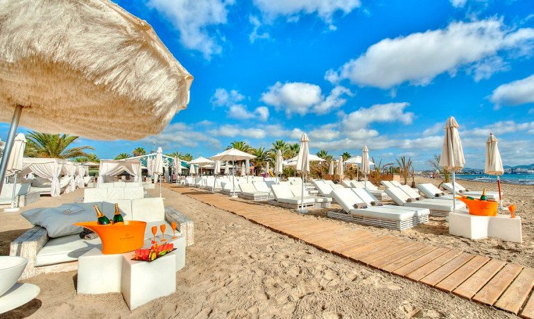 Ushuaia Ibiza Beach Hotel beachclub sunbeds