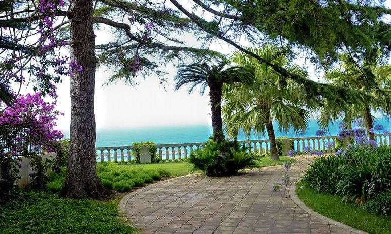 Villa Paola general garden