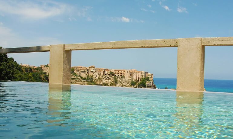 Villa Paola pool with city view
