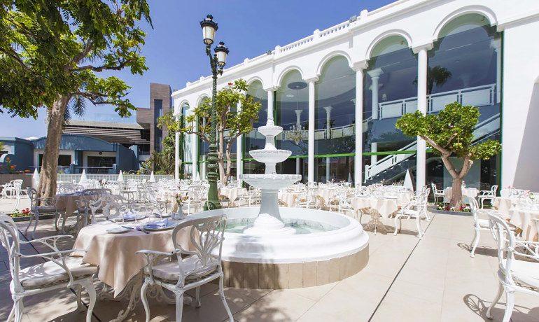 Colon Guanahani buffet restaurant terrace