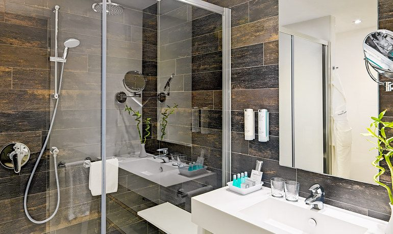 Colon Guanahani double room bathroom