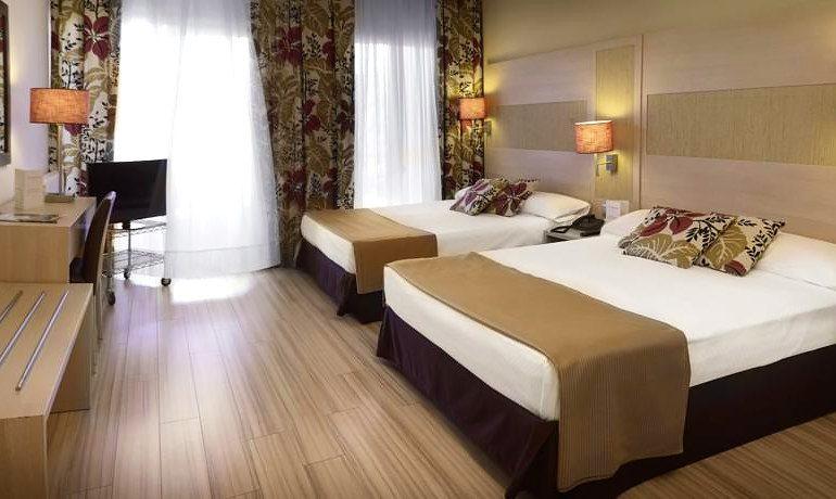 Augusta Club hotel triple room